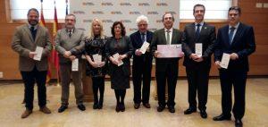 Gobierno de Aragón, Justicia de Aragón, asociaciones de consumidores, odontólogos y farmacéuticos se unen para defender los derechos de los usuarios