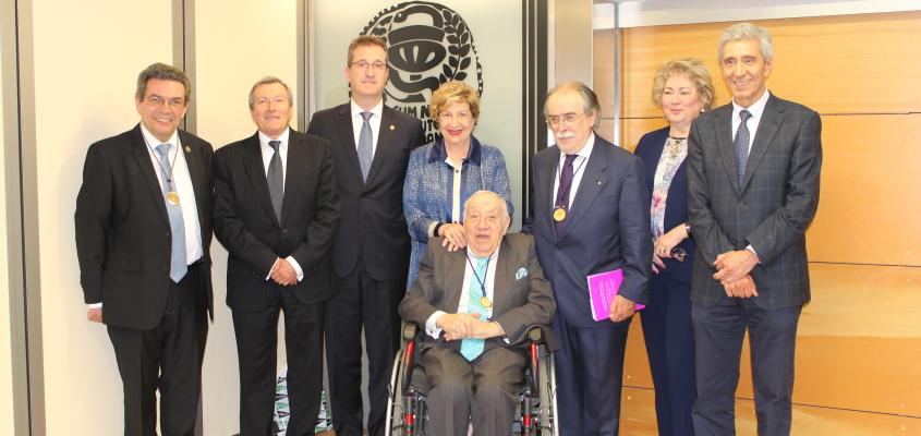 Vicente Vilas ingresa en la Academia de Farmacia Reino de Aragón