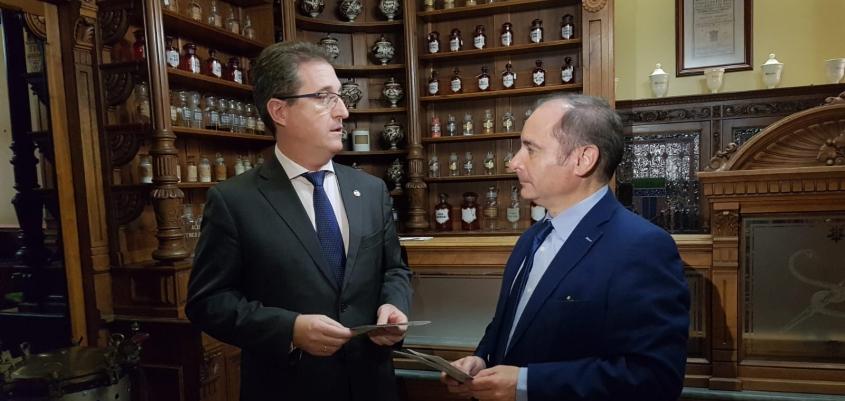 Las farmacias de Aragón promocionarán el portal Salud Informa, tanto la App en el móvil como el acceso a la web www.saludinforma.es